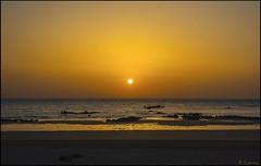 Dorado amanecer. (antoniocamero21) Tags: amanecer dorado playa agua rocas cielo sol mar foto color sony trengandín noja cantabria