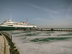 Path (ancientlives) Tags: chicago illinois il usa lake lakemichigan lakefronttrail lakeshore path columbia yachtclub ship ice frozen water bluesky january 2018 friday winter walking landscape ngc
