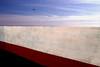 Superare ogni ostacolo (meghimeg) Tags: 2018 bordighera muro wall ostacolo mare sea cielo sky nuvole clouds rosso red rot royo bianco white uccello bird gabbiano seagull