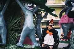 Bored Penguin (Marta Marcato) Tags: penguin madagascar cartoon carnival carnevale parata parade pinguino cartone film movie carro maschera mask italy italia nikond7200 streetphotography street bowtie