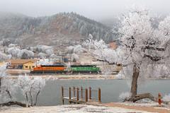 BNSF 1993 Palmer Lake 19 Feb 18 (AK Ween) Tags: bnsf bnsf1993 bnsf2700 emd sd402 gp392 palmerlake colorado jointline pikespeaklocal rampartrange snow hoarfrost train railroad