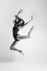 La Danza - Paulina (jmsoler) Tags: ballet bn portrait blancoynegro nikkor2470mmf28 estudio danza mujer zaragoza jmsoler gente bailarinas 2017 girl paulina bowensgemini500r ballerinas woman retrato bw dance blackandwhite bowens españa nikond800