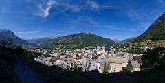 Panorama sur Briançon depuis le chemin de Ronde (Livith Muse) Tags: panorama église ville batiment montagne ciel briançon provencealpescôtedazur france fra