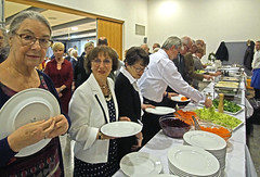 17 1890 - Lingenfeld, 45ème anniversaire, le buffet (Jean-Pierre Ossorio) Tags: jumelage jumelagetorcylingenfeld lingenfeld anniversaire cérémonie restauration buffet
