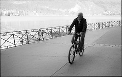 img163 (Jurgen Estanislao) Tags: jurgen estanislao noir black white street photography france travel voigtlaender bessa r4m colorskopar 28mm f35 eastman kodak doublex