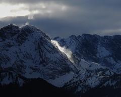 Schneefegen (Claude@Munich) Tags: germany bavaria upperbavaria wallgau garmischpartenkirchen alps wetterstein wettersteinrange dreitorspitze mountain snow snowdrift wind turbulence dark claudemunich bayern oberbayern alpen berge schneefegen schneewehen schneeverwehung dunkel
