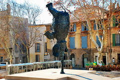 Elefant - Avignon (rossendgricasas) Tags: fountain croatian culture historical plaza column old town steps square famous place architecture arch building exterior elefante avignon avinyó france photography photoshop nikon historic