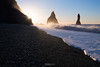Sunstar sur Reynisdrangar (Rouz 29) Tags: hiver iceland islande niceland winter reynisdrangar reynisfjara beach plage sunstar sunrise sun leverdesoleil soleil wave vague sea mer stacks aiguille geology geologie geological geologique bluesky cielbleu nikon nikkor sirui marumi nature naturel natural seascape landscape paysage light lumière famous beauty beauté beautiful beau