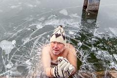 Ice bath (siggi.martin) Tags: eisbaden iceswimming kalt cold kälte coldness abhärten hardenoneself