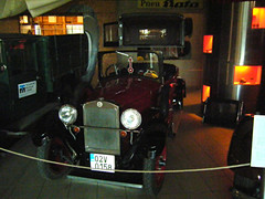 Exhibit in Brno Techical Museum (johnzebedee) Tags: museum technicalmuseum brno czechrepublic johnzebedee vintagecar