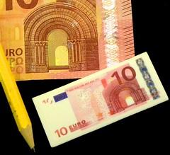 Euro Eraser (simonpfotos) Tags: eraser euro 7dwf banknote macro
