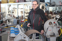 Jo in the middle of an eclectic collection (Davydutchy) Tags: dronten flevoland nederland netherlands niederlande paysbas holland mec mechanisch erfgoed centrum mechanical inheritance museum technical technisch techniek motor machine eclectic collection collectie verzameling sammlung january 2018