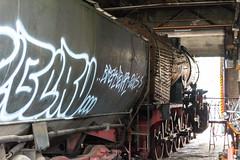 Die 52 8173 im Ringlokschuppen des Bahnbetriebswerkes Berlin-Schöneweide (Jonny__B_Kirchhain) Tags: lokomotivfabrikfloridsdorf wlf wienerlokomotivfabrikfloridsdorf dampflokomotive lokomotive 528173 kriegslokomotive baureihe52 rekolokomotive drbaureihe5280 ringlokschuppen lokschuppen bahnbetriebswerk bahnbetriebswerkberlinschöneweide betriebswerk tagdesoffenendenkmals denkmal berlin schöneweide berlinschöneweide treptowköpenik berlintreptowköpenik bezirktreptowköpenik deutschland germany allemagne alemania germania 德國 德意志 федеративная республика германия alemanha repúblicafederaldaalemanha niemcy republikafederalnaniemiec