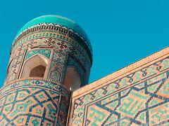 Autour de la Place du Régistan, Samarcande (Histoires de tongs) Tags: uzbekistan ouzbékistan tourdumonde travel trip roundtheworld adventure aventure voyage architecture découverte discover visite visit