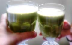 suco de clorofila (Carla Cordeiro) Tags: sucodeclorofila suco verde filhota láemcasa mãos vidasimples