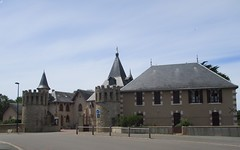 Château et Chapelle de Bourgenay (85) (Sur mon chemin, j'ai rencontré...) Tags: bourgenay talmontsainthilaire vendée paysdelaloire france châteaux chapelles châteaudebourgenay chapelledebourgenay chapellenotredamedelespérancedebourgenay