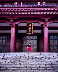 A tiny red in a big red (World_wolfi) Tags: woman demoiselle dame roberouge escalier ville city voyage japon faith culture people holiday blog japan temple stairs awesome adventure travel 2470mmf28 tamron 5dmarkiii canon dress red tokyo