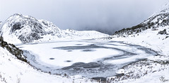 Helado pantado de Isoba (Urugallu) Tags: pantano isiba leon castillaleon helado nieve agua cielo luz montaña joserodriguez urugallu flickr canon 70d