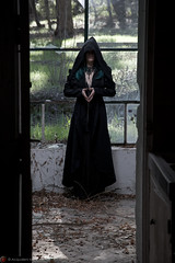 IMG_1913 (m.acqualeni) Tags: manu manuel ginette osef le dieu g shaman cosplay dark urbex maison abandonné house broken fille femme capuche gothique gothic goth