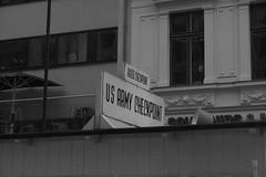 Checkpoint Charlie (hjvsantos) Tags: berlim bw germany alemanha checkpoint charlie