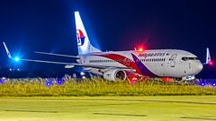 Malaysia Airlines Boeing B737-800 9M-MXB Bangalore (BLR/VOBL) (Aiel) Tags: malaysian malaysiaairlines boeing b737 b737800 9mmxb bangalore bengaluru canon60d night noflash