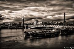 Pont Alexandre III (karmajigme) Tags: bridge pont seine paris river water fleuve flood sky clouds nuages ciel city france monument monochrome blackandwhite noiretblanc bw nikon