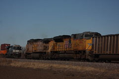 56917 (richiekennedy56) Tags: unionpacific sd70ace ac44cw up8662 up6692 norfolksouthern es40dc ns7616 kansas shawneecountyks topeka menoken railphotos unitedstates usa