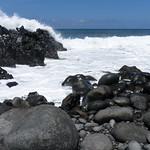 la lave et l'océan sur les rives de la réunion thumbnail