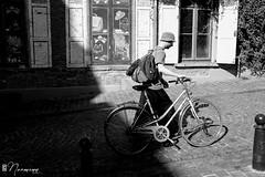 Les Marolles - 060 (bruxelles5) Tags: marolles brussels bruxelles quartier populaire rue haute noir blanc black white