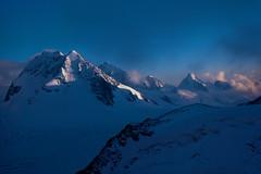 Sole del tardo pomeriggio sulle Alpi (giorgiorodano46) Tags: settembre1976 september 1976 arolla giorgiorodano analogic mountain alpes alpi alps alpen vallese valais wallis svizzera suisse schweiz switzerland sole sun hut vignettes cabanedesvignettes cas clubalpinsuisse clouds nuvole nuages