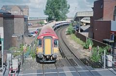 EMU on Poole Curve, June 2004 (Ian D Nolan) Tags: poolestation railway 35mm epsonperfectionv750scanner