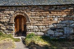 Si las piedras hablaran (SantiMB.Photos) Tags: 2blog 2tumblr 2ig valldeboí ermita hermitage románico romanesque puerta door geo:lat=4251349313 geo:lon=085267707 geotagged taull cataluna españa esp