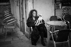 Black and White (toletoletole (www.levold.de/photosphere)) Tags: venice xpro2 xf35mm venedig fuji venezia sw people bw portrait porträt regenmantel frau hund pet woman raincoat dog