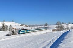 """223 069, Heimhofen by Manuel Schmid - Bei Heimhofen wurde ein ALX nach Lindau erwartet, der dann mit ordentlicher Verspätung mit dem """"Servus-Ticket"""" Hercules 223 069 an der Spitze angefahren kam."""