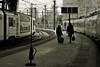 Començar un viatge.....Empezar un viaje. (AviAntonio) Tags: persones parella trens virat efecteorton editada trenes personas pareja estaciódefrança barcelona