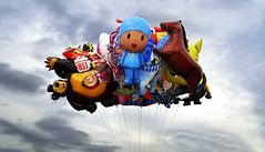 We Want To Break Free (★Aymerich★) Tags: breakfree sky globos aymerich