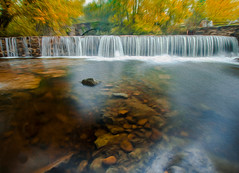 UN MOMENTO DE RELAJO 1 (juan luis olaeta) Tags: art paisajes landscape agua urak water brilliance otoño autumn udazkena canoneos60d photoshop oleo lightroom waterfalls urjauzia presa