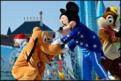 Happy 25th anniversary Disneyland Paris (ramonawings) Tags: baloo kingloui king louis tic tac chip dale cheap hug love peterpan peter pan pirate dlp disney disneyland disneylandparis paris france 25thanniversary anniversary mickey mickeymouse
