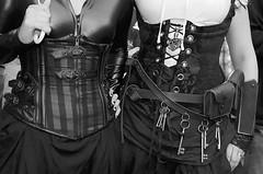 Corsagen (ingrid eulenfan) Tags: wavegotiktreffen leipzig le wgt wave gothicfestival gothic gotik gotic gotica gotiche gotisches gothicanhänger schwarzeszene szene goths 2015 wgt2015 corsage schw blackandwhite 7dwf