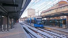 A tram arriving at Alvik station in Stockholm (Franz Airiman) Tags: alvik station spårvagn nockebybanan tram tåg train stockholm sweden scandinavia commute pendling kollektivtrafik commutertraffic räls track perrong platform sl mobilfoto smartphone sony xperia sonyxperiaz3