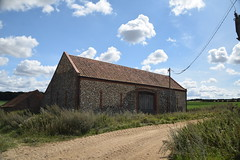 Barn (Worthing Wanderer) Tags: norfolk summer sunny farmland coast seaside nelson holkham burnham hero august