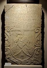 Astorga (León). Museo de los Caminos. Escudo religiosa (santi abella) Tags: astorga león castillayleón españa museodeloscaminos heráldica escudos palacioepiscopaldeastorga