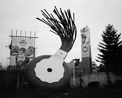 MoPop (Rick Brandt) Tags: olympusxa washington mopop d76 olympusxa2 film blackandwhite seattle trix unitedstates us musuemofpopculture