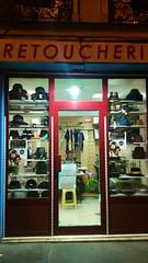 119-Paris décembre 2017 - Retouches et vente de chapeaux rue des Pyrénnées (paspog) Tags: paris france 2017 décembre nuit night nacht retouches retoucherie hats hüten chapeaux chapelier ruedespyrénées