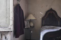 Sorrisi,Sguardi,Baci: Amore. Assenza,Distrazione,Tradimenti: Odio (Lorenzo Marini 88) Tags: urban urbex urbanexploration decay abandoned light ancient lostplaces abbandono