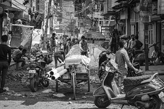 ... road construction ... (Klaus Mokosch) Tags: delhi indien people blackwhite monochrome road street schwarzweiss urban city india asia asien