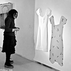 In the museum (Akbar Simonse) Tags: apeldoorn coda museum holland netherlands nederland streetphotography straatfotografie jurk dress woman people candid zwartwit bw blancoynegro bn monochrome vierkant squareformat carolinebroadhead inside