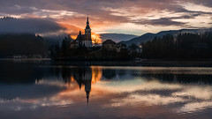 Bled (Bastian.K) Tags: church kirche zeiss loxia 85mm 24 sunrise sonnenaufgang sonnenuntergang dawn twilight dusk sun cloud clouds cloudy lake see reflection reflexionen spiegeling mirror