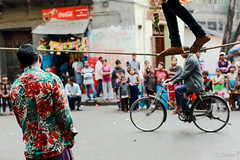 the act of balance (Samir D) Tags: balance gypsy samird 2018 india lifeinindia cycle westbengal kolkata calcutta indian streetphotography street streetshot streets northkolkata sovabazar