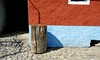 Hackstock (losy) Tags: wood choppingblock house wall braun blue urban losyphotography